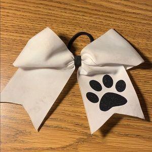 cheer bow with paw